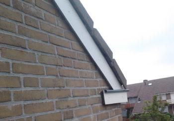 Boeiboorden hangen in rubbers voor goede ventilatie